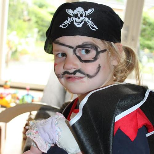 Afbeelding van een meisje verkleed als piraat